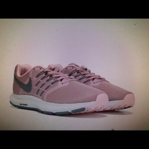 WOMEN'S NIKE RUNNING SHOES SIZE 8.5 PINK NWT!